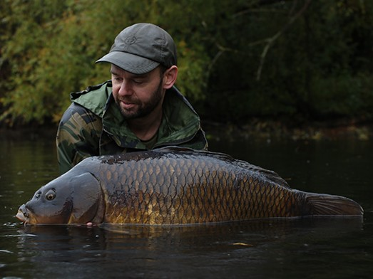 James Salmons enjoys an amazing estate lake <b>Session</b>! | News | Korda