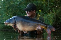 Danny travels to a syndicate lake in Germany with Darrell Peck