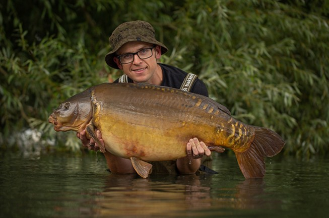 You don't have to tie your own rigs to catch big carp
