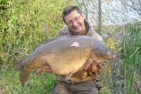Another cracking mirror fell to the plastic corn