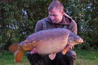 A corking 35lb mirror that Darrell tripped up on the new pit