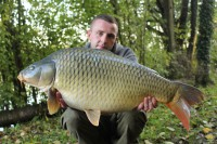 Billy poses with a cracking 29lb common bagged on Cell