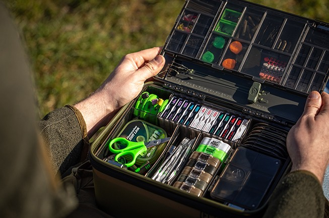 Pike /& Game Fishing Trace Making Kit.Over 200 Pieces a 10 Section Tackle Box.