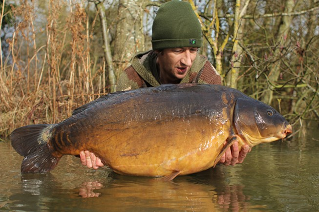 adam smith bags up with big carp at linch hill s christchurch